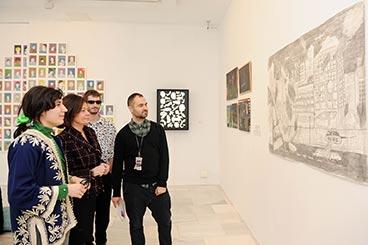"""Artistas emergentes y ciudadanos anónimos en """"9, un proyecto de dibujo contemporáneo"""""""