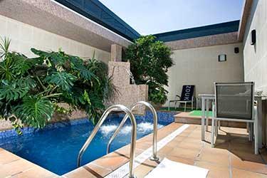 Zouk hotel rom ntico y con glamour espacio madrid for Hotel piscina habitacion