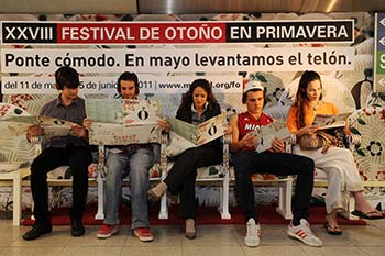 Butacas de teatro susurrantes para promover el Festival de Otoño