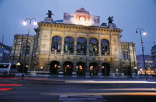 Disfruta de exposiciones, ópera, tiendas de moda y festivales en VIENA