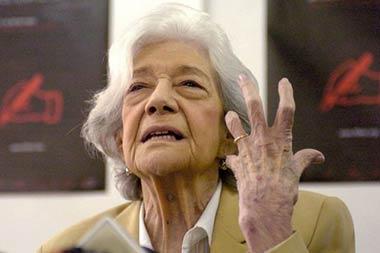 La escritora y acad mica ana mar a matute recibe el premio for Muebles ana mari alcala de henares