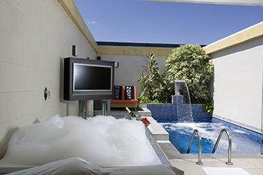 Te invitamos a una espectacular suite con PISCINA PRIVADA en ZOUK HOTEL