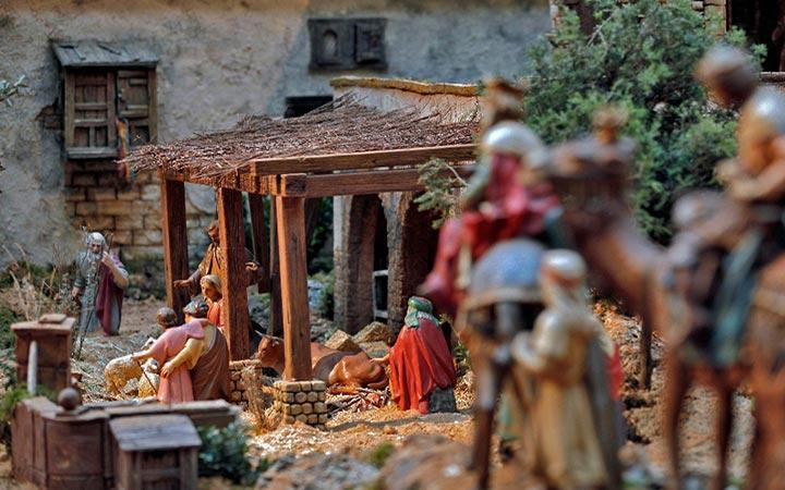 La Comunidad de Madrid felicita la Navidad con un vídeo del montaje del Nacimiento de Sol