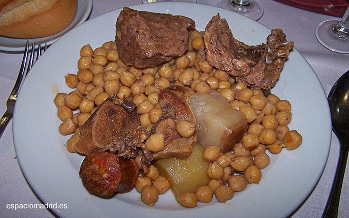 Taberna La Bola, un referente del cocido madrileño