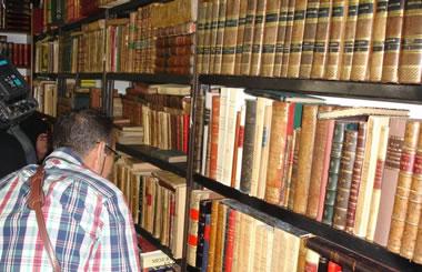 XXV Feria de Otoño del Libro Viejo y Antiguo de Madrid en el Paseo de Recoletos