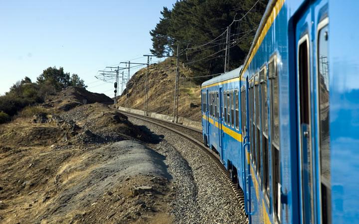 Tren turístico Río Eresma entre Madrid y Segovia (temporada de otoño)