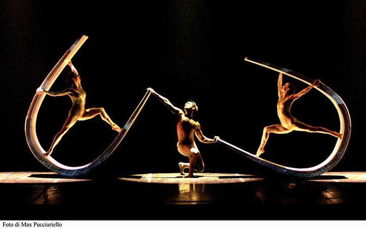 """""""Alchemy"""", de Moses Pendleton en los Teatros del Canal"""
