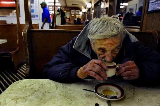 Cafés Pendientes, iniciativa ciudadana solidaria para personas sin recursos