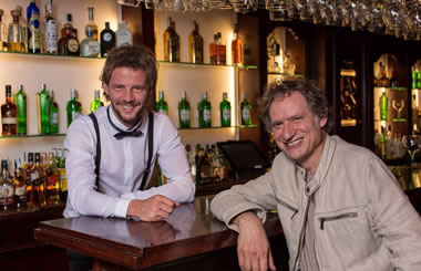 «Confesiones de un Bartender»: una comedia que homenajea a los camareros