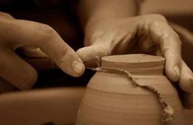 Feria de artesanía Reconquistarte en el Paseo de Recoletos de Madrid