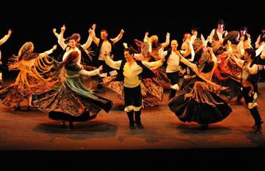 BAILANDO NUESTRAS LENGUAS, homenaje a los bailes tradicionales en el Teatro Nuevo Apolo