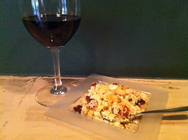Tapa De Vinos: Tabulé de cuscús con pollo, pasas y anacardos, regado con reducción de Pedro Ximénez