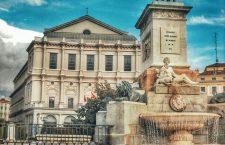 Plaza de Oriente (monumento a Felive IV) con el Teatro Real al fondo