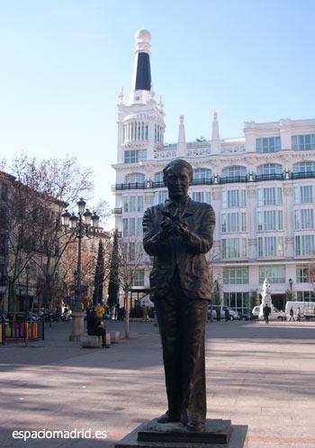 Estatua de Lorca en la Plaza Santa Ana