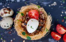 Nido de setas de temporada con jamón ibérico y huevo confitado - La esquina de abascal