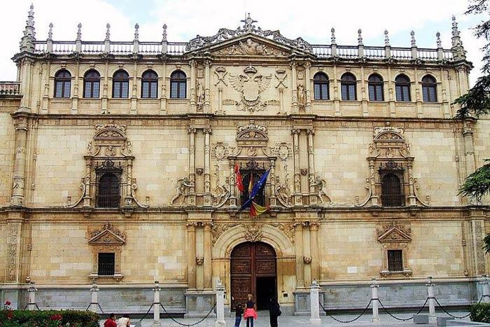 fachada-universidad-alcala