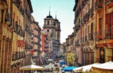 Calle Toledo, se ve al fondo la Iglesia de San Isidro