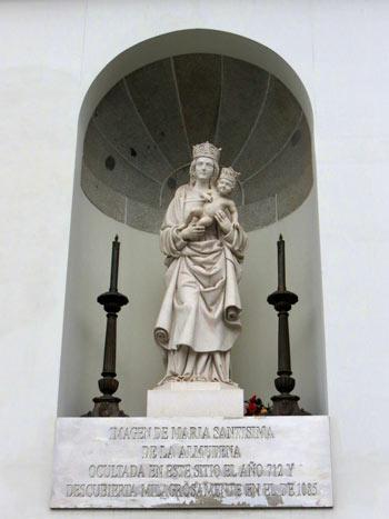 Estatua-de-la-Almudena