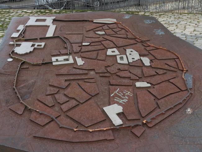 Maqueta de las murallas junto a la Puerta de la Vega