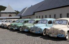 Concentración solidaria de coches clásicos para recaudar alimentos