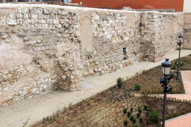 Muralla musulmana en la Cuesta de la Vega