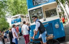 Exposición de autobuses históricos en el Paseo del Prado por el 70 aniversario de la EMT