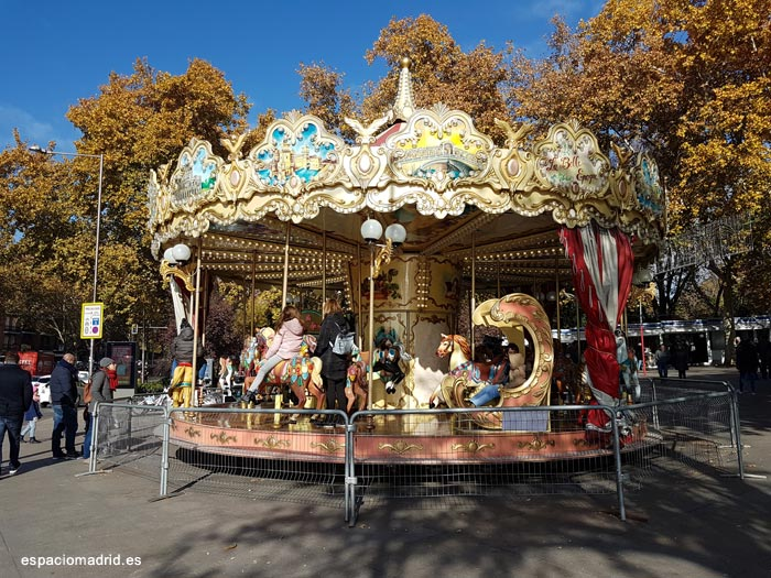cuesta de moyano carrousel