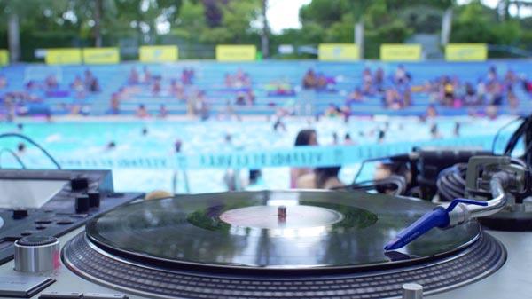 musica-piscina