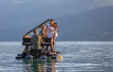 EL PIANO DEL LAGO, espectáculo acuático en el Embalse de San Juan